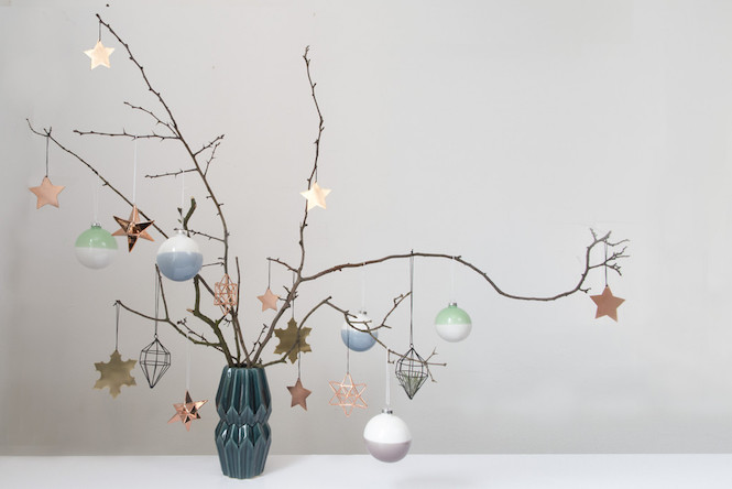 Branches in a vase - Alternative Christmas trees via Arty Home