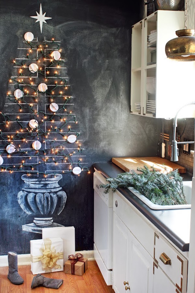 Hunted Interior - Chalkboard Christmas Tree - Alternative Christmas trees via First Sense