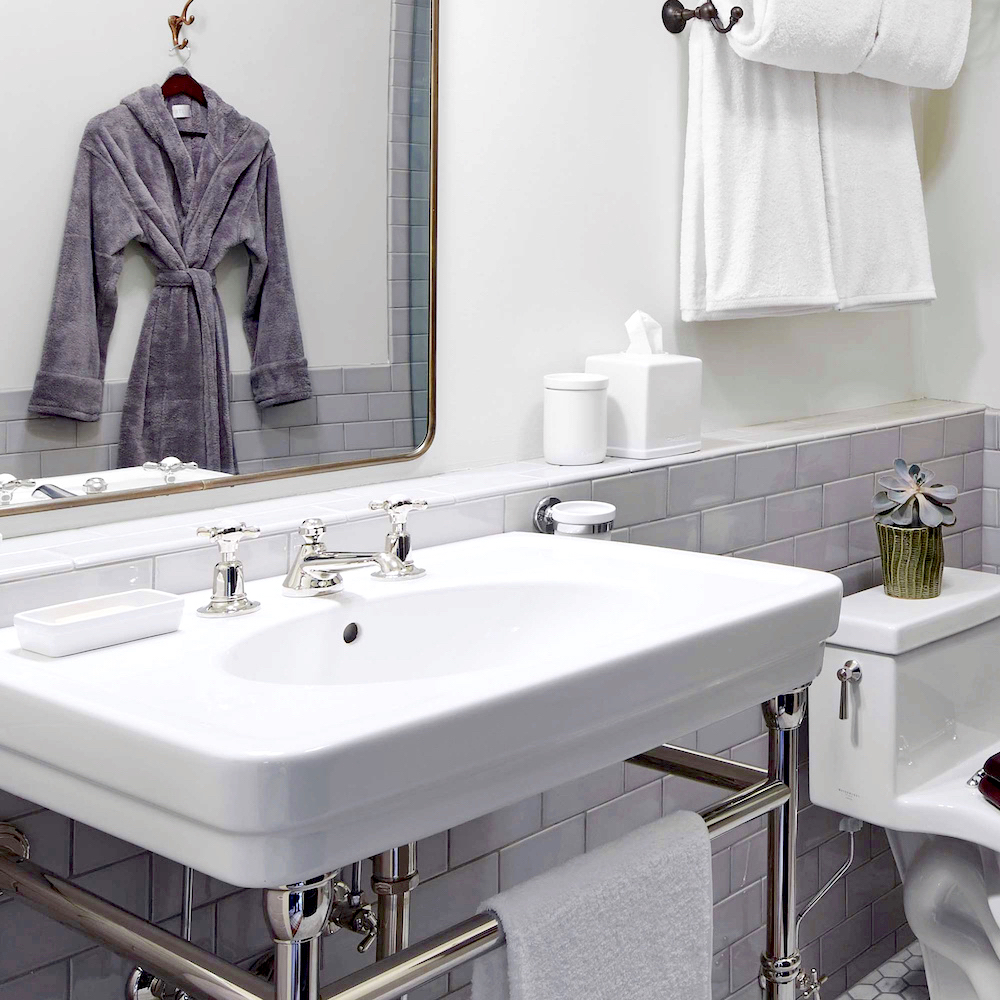 Bathroom renovation tips by First Sense || Soft fluffy bathlinen from Soho Home