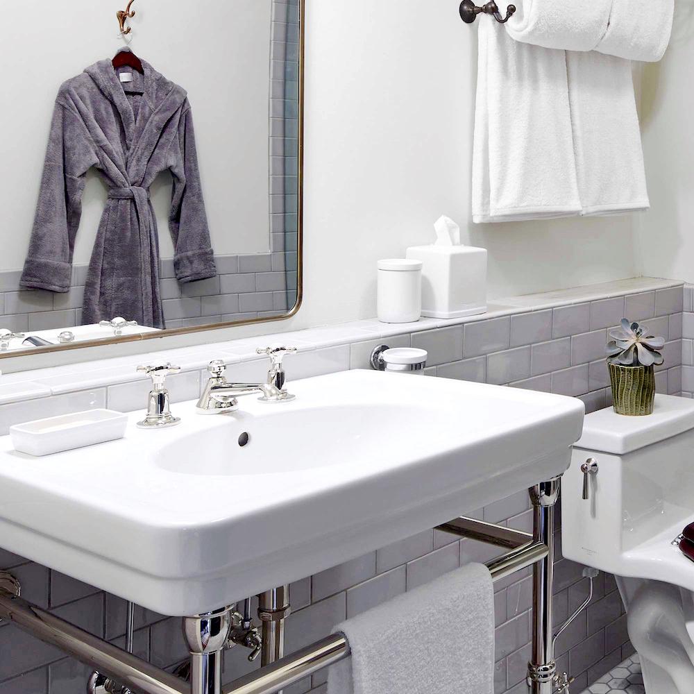 Bathroom renovation tips by First Sense || Soft fluffy bathlinen from Soho Home