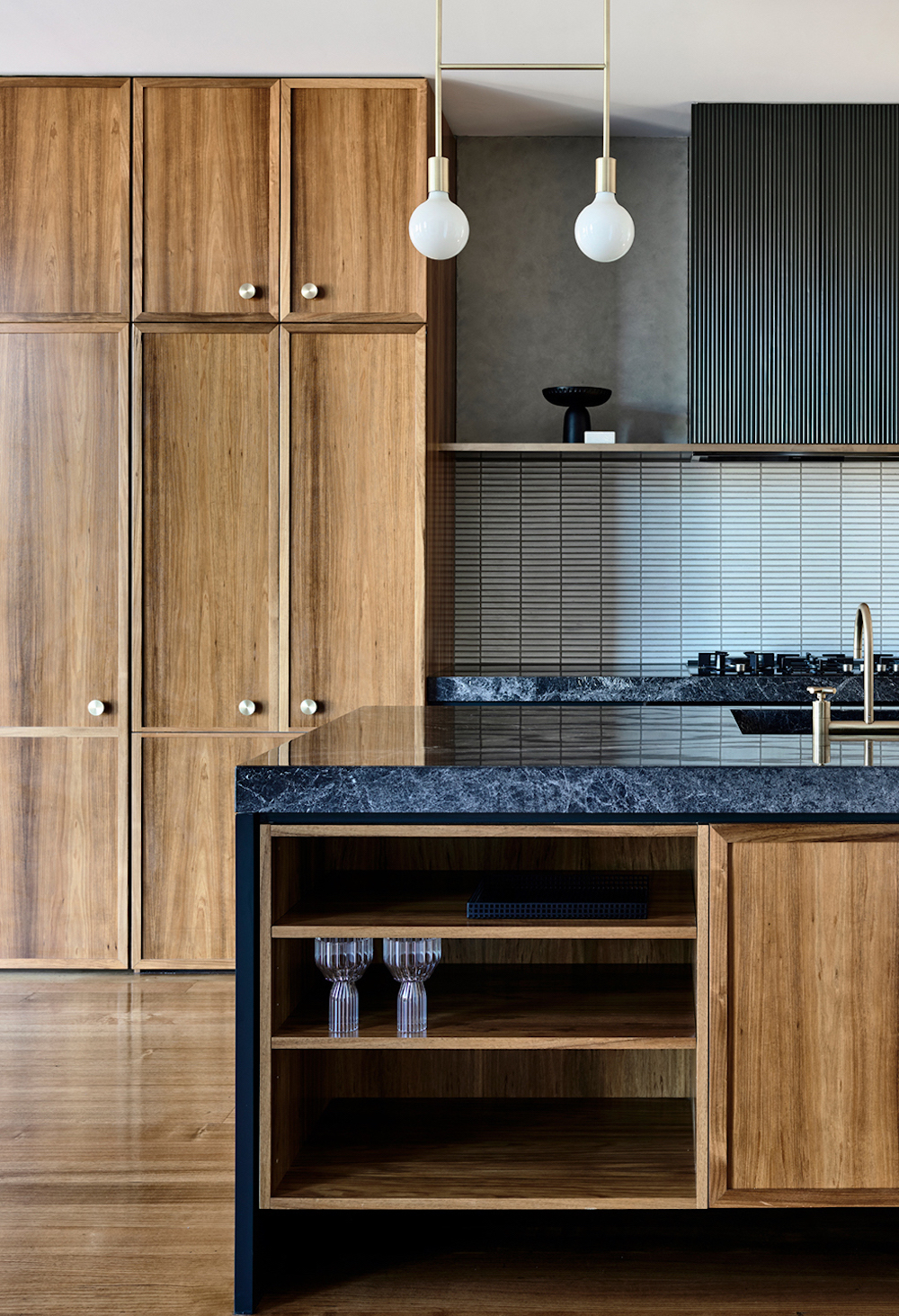 Timber and black marble kitchen || Natural timber in interiors - FIRST SENSE