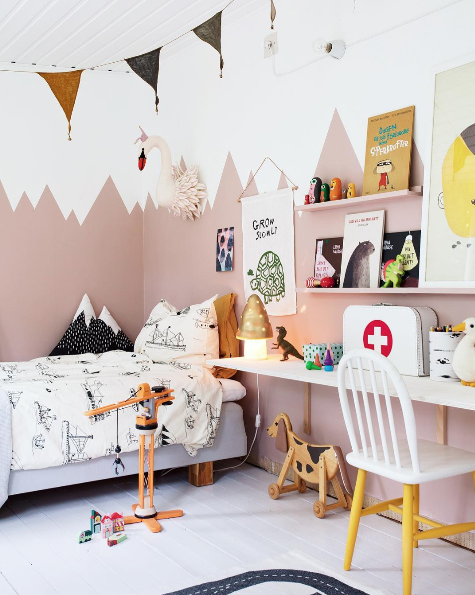 Kid's room with two colour walls; pink painted mountain mural // Janniche Kristoffersen